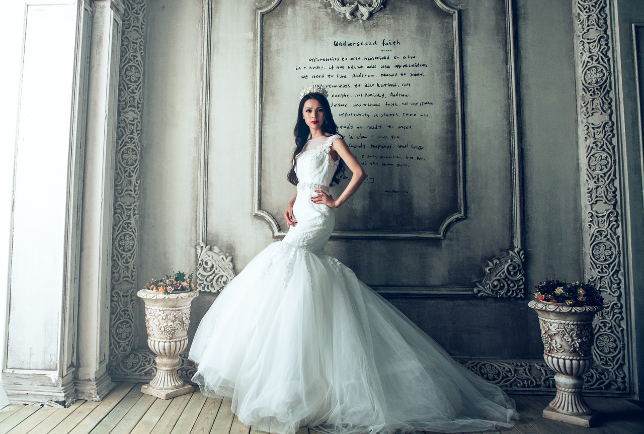 wedding-dresses-1485984_1280